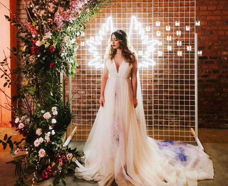 Неоновая фотозона на свадьбу